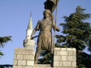 Uluabatlı Hasan Anıtı