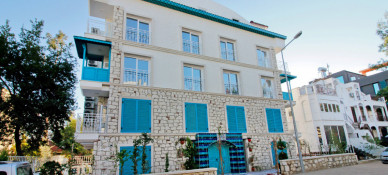 Yazar Lara Hotel